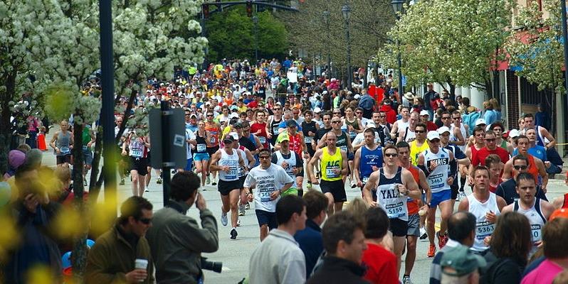 Boston_Marathon_2010_in_Wellesley (2)