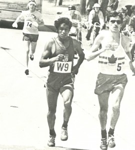 Early in the race, Bill Rodgers (#14, his finish place the year before) chases leaders Mario Quezas (W9) and Jerome Drayton (5).